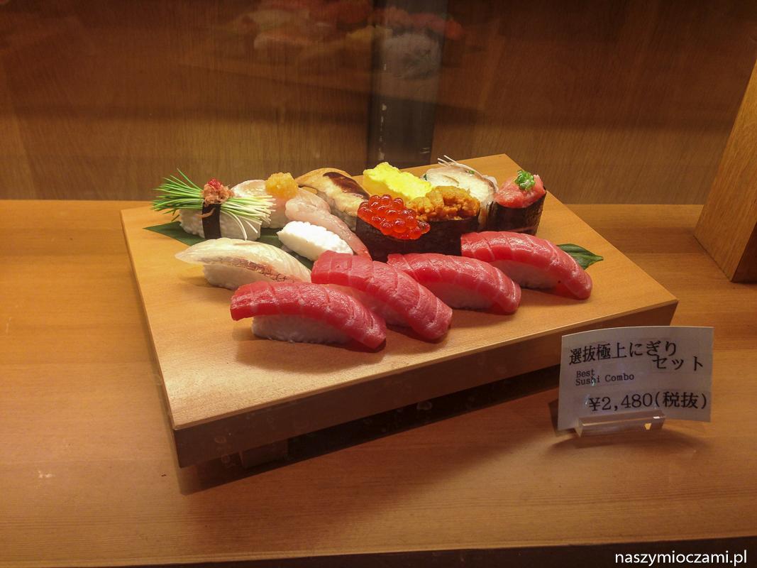 Plastikowe sushi na wystawie restauracji w Tokio.